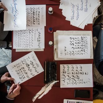 خطاط افغان: با عشق قلم میزنم